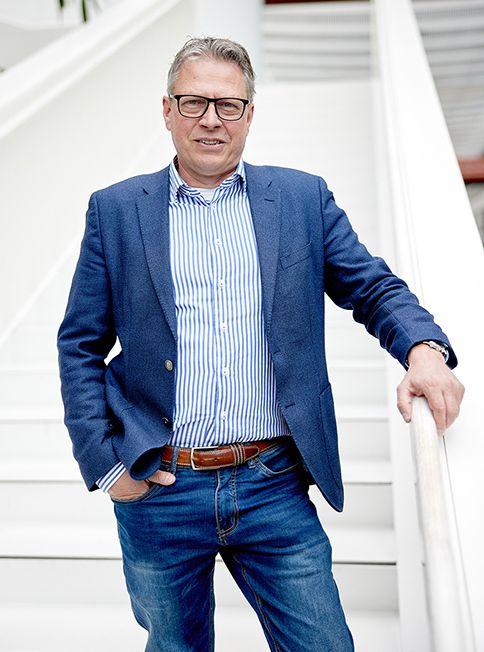 Professor farmacogenetica Ron van Schaik op de trap