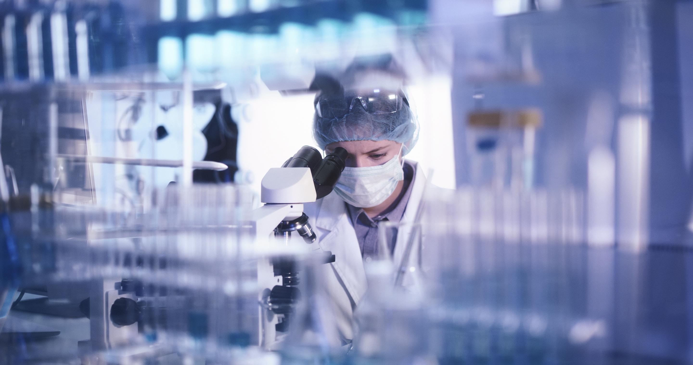 Laboratory employee working in molecular laboratory